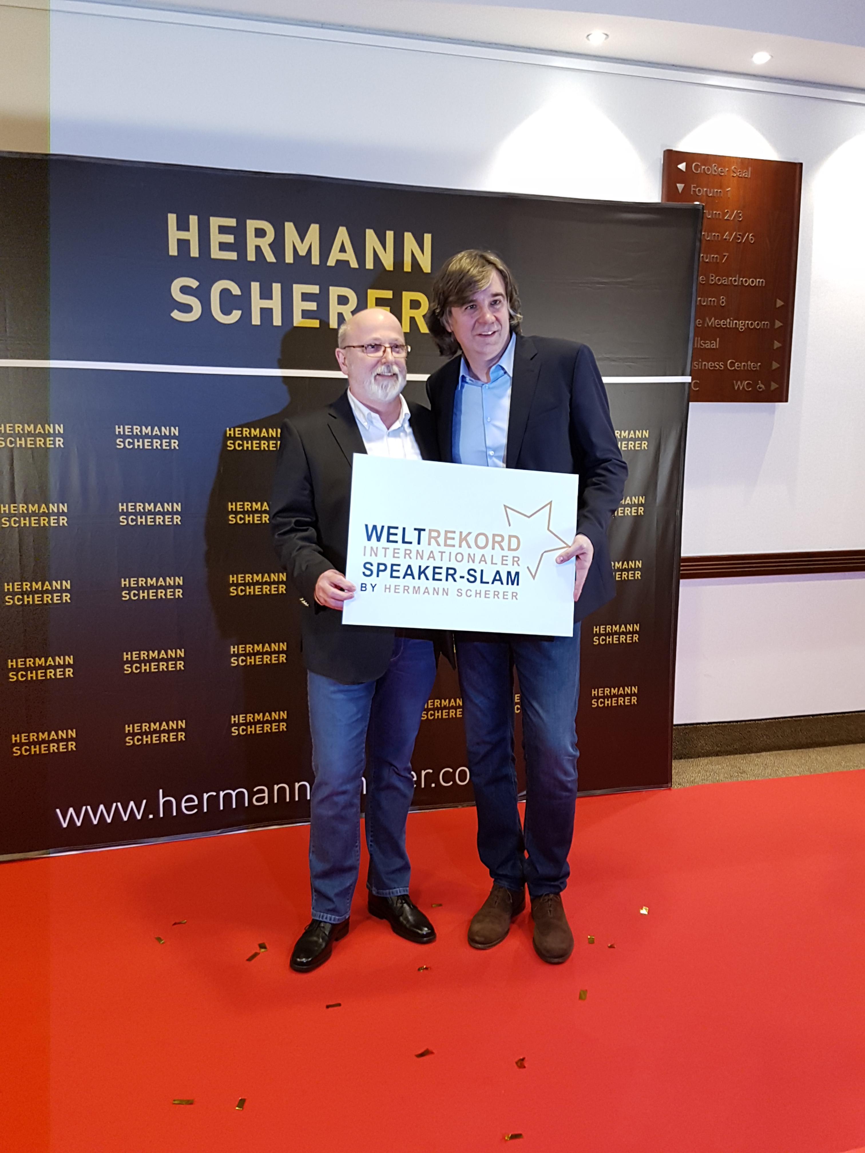 Speaker Klaus Brandstätter - Teilnehmer beim INTERNATIONALER SPEAKER-SLAM 2018 by Hermann Scherer. Gemeinsam haben wir einen Weltrekord im Slamen aufgestellt.